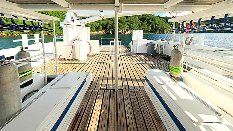 sea hunter dive deck front to rear opt
