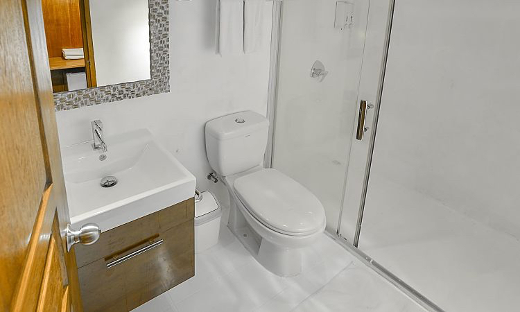CD Sun double suite cabin bathroom opt