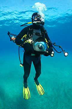 x photographer full gear yellow flippers vert shutterstock 90202033 opt